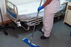 Reinigung eines Krankenzimmers